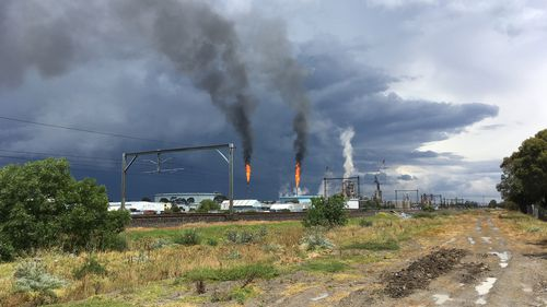 Clouds over Mobil's Altona refinery. (9NEWS/ Andrew Lund)