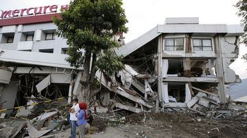 The death toll from Indonesia's earthquake and tsunami has climbed above 1500.