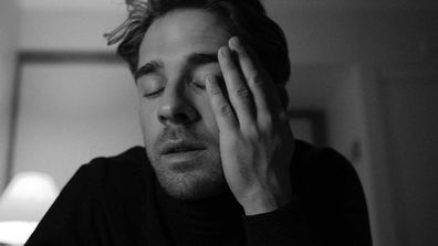 Hugh Sheridan tests positive to coronavirus.