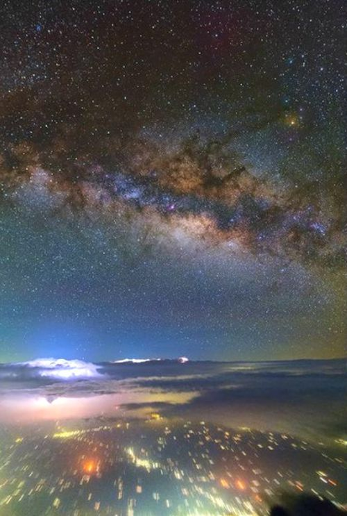A photo of the Milky Way snapped by Swiss Air pilot Ralf Rohner as his Boeing 777-300 ER cruises high above northern India.
