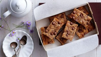 "<a href=""http://kitchen.nine.com.au/2016/05/16/17/56/peanut-butter-choc-chip-slice"" target=""_top"">Peanut butter choc chip slice</a>"