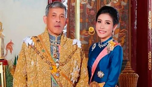 Thailand's king reconciles with ousted consort