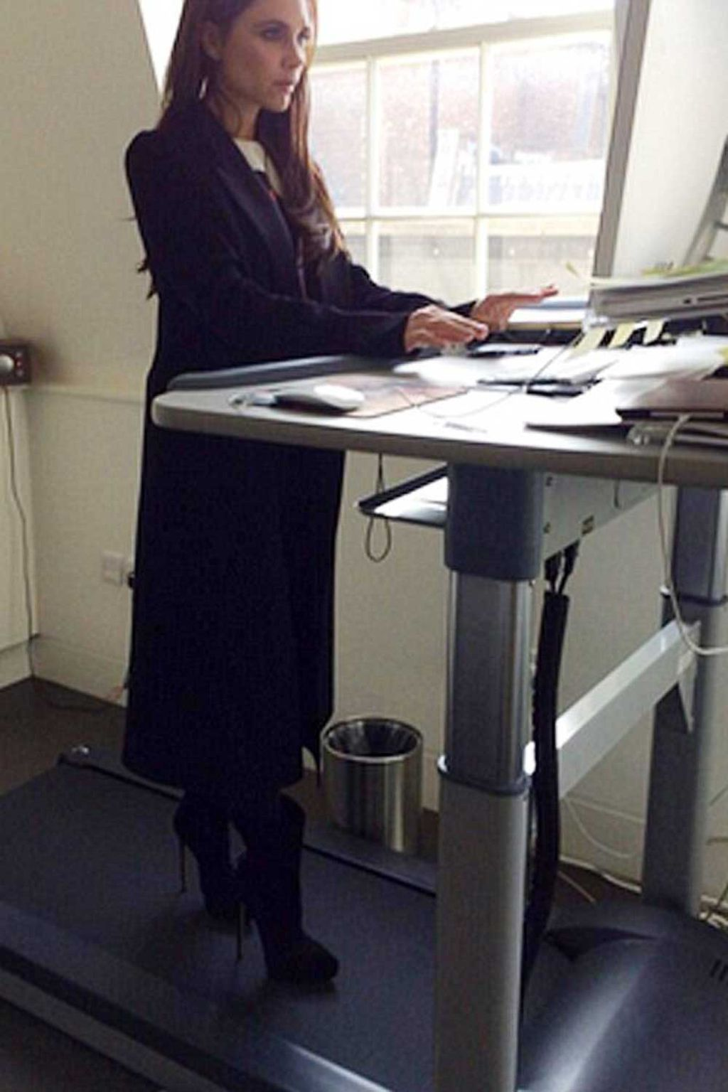 Men And Women Randomly Assigned Them To Workplaces With Either Treadmill Desks Set Move At A Sd Of 2 4km Per Hour No Incline Or Regular
