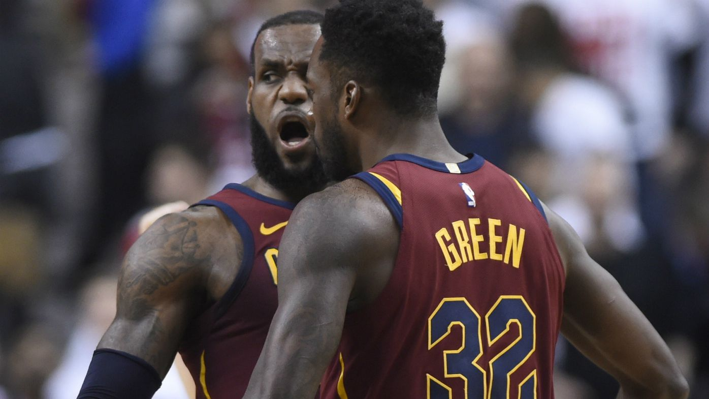 Curry hot for GSW, LeBron helps Cavs home