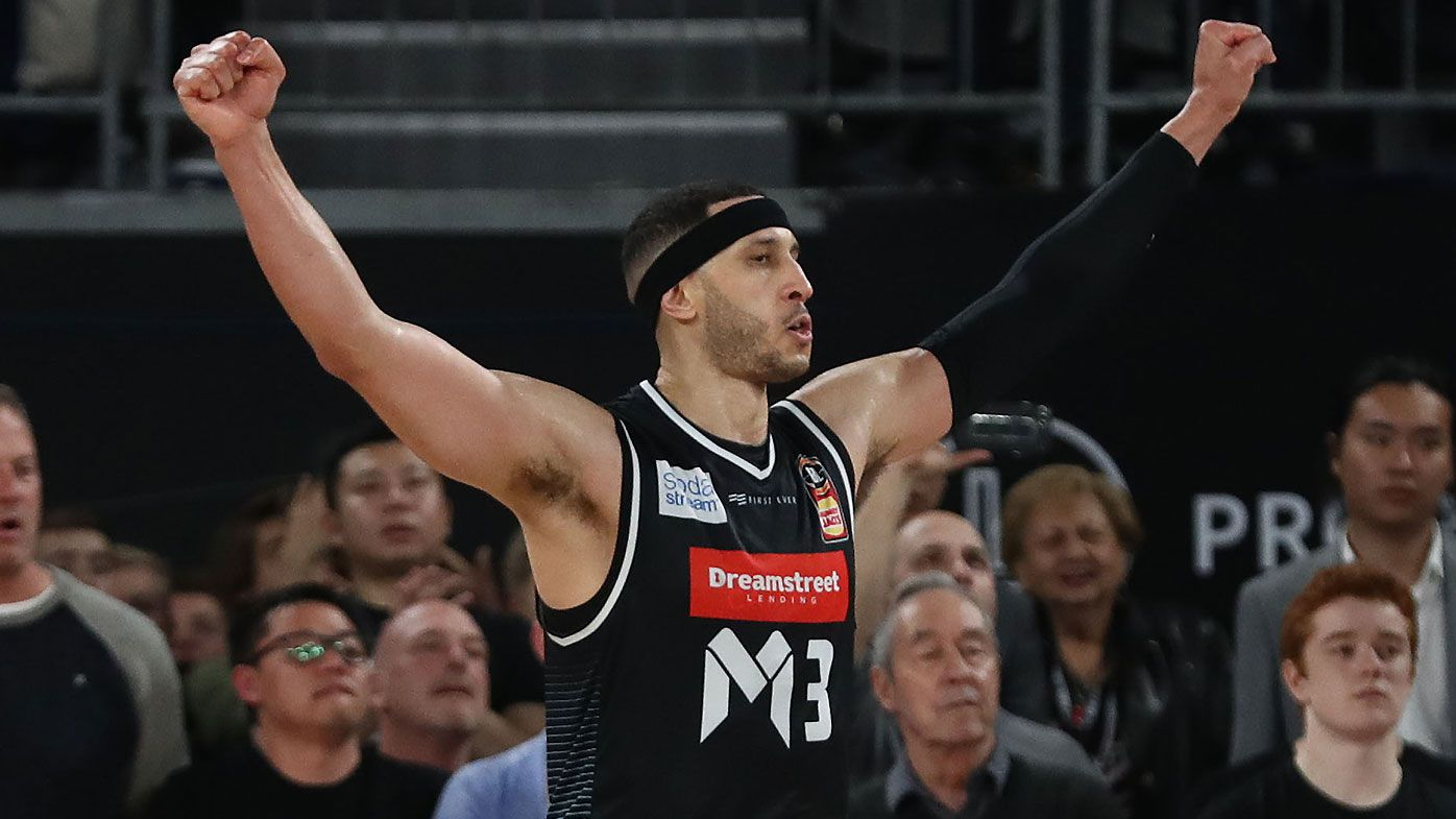 Mitch McCarron magic hands Melbourne United last-gasp win over Sydney Kings