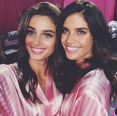 American model Taylor Hill and top Portuguese model Sara Sampaio. (Instagram/@sarasampaio)
