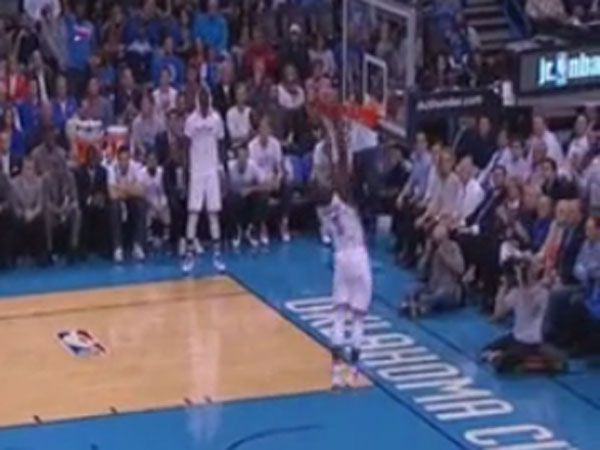 NBA star red-faced after easy basket miss