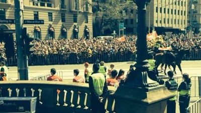 Fans waiting at the end of the Grand Final Parade. (9NEWS)