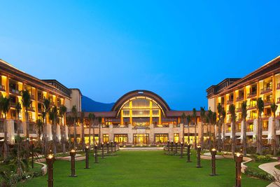 <strong>Luxury Beach Resort: The St Regis Sanya Yalong Bay Resort, China </strong>