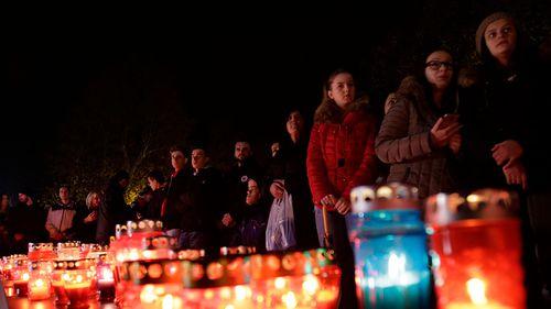 Croatians marked the death of  Slobodan Praljak with a candlelight vigil in Zagreb. (Photo: AP).