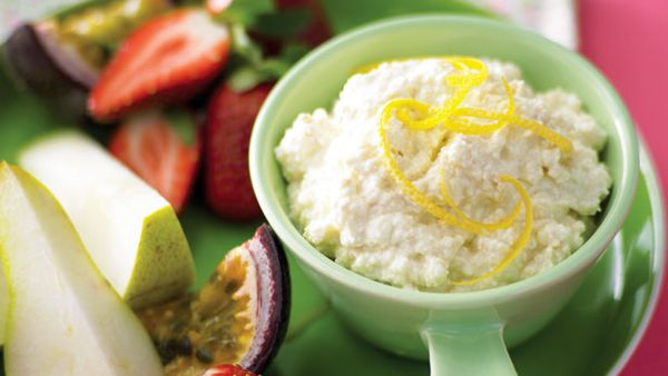 Cheesecake dip for fruits
