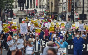 Hundreds of UK health care workers rally for pay raise after pandemic struggle