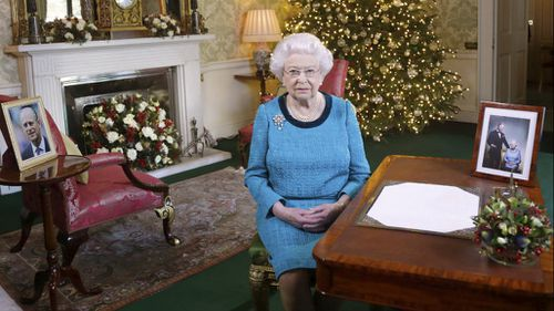 Queen Elizabeth hails 'unsung heroes' in annual Christmas message