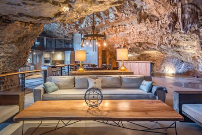 <strong>Beckham Creek Cave Lodge,&nbsp;&nbsp;Arkansas</strong>