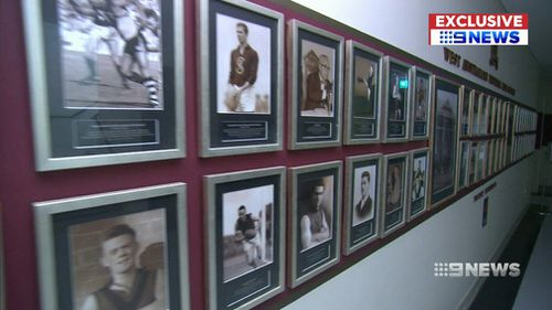 Families of Western Australian football legends will get first crack at their personalised memorabilia. (9NEWS)