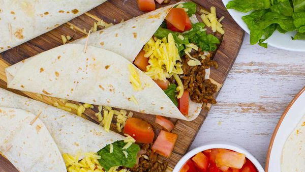 Tex Mex beef burritos with guacamole_thumb