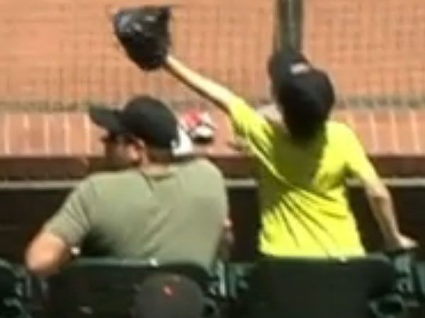 Young Giants fan saves dad at baseball