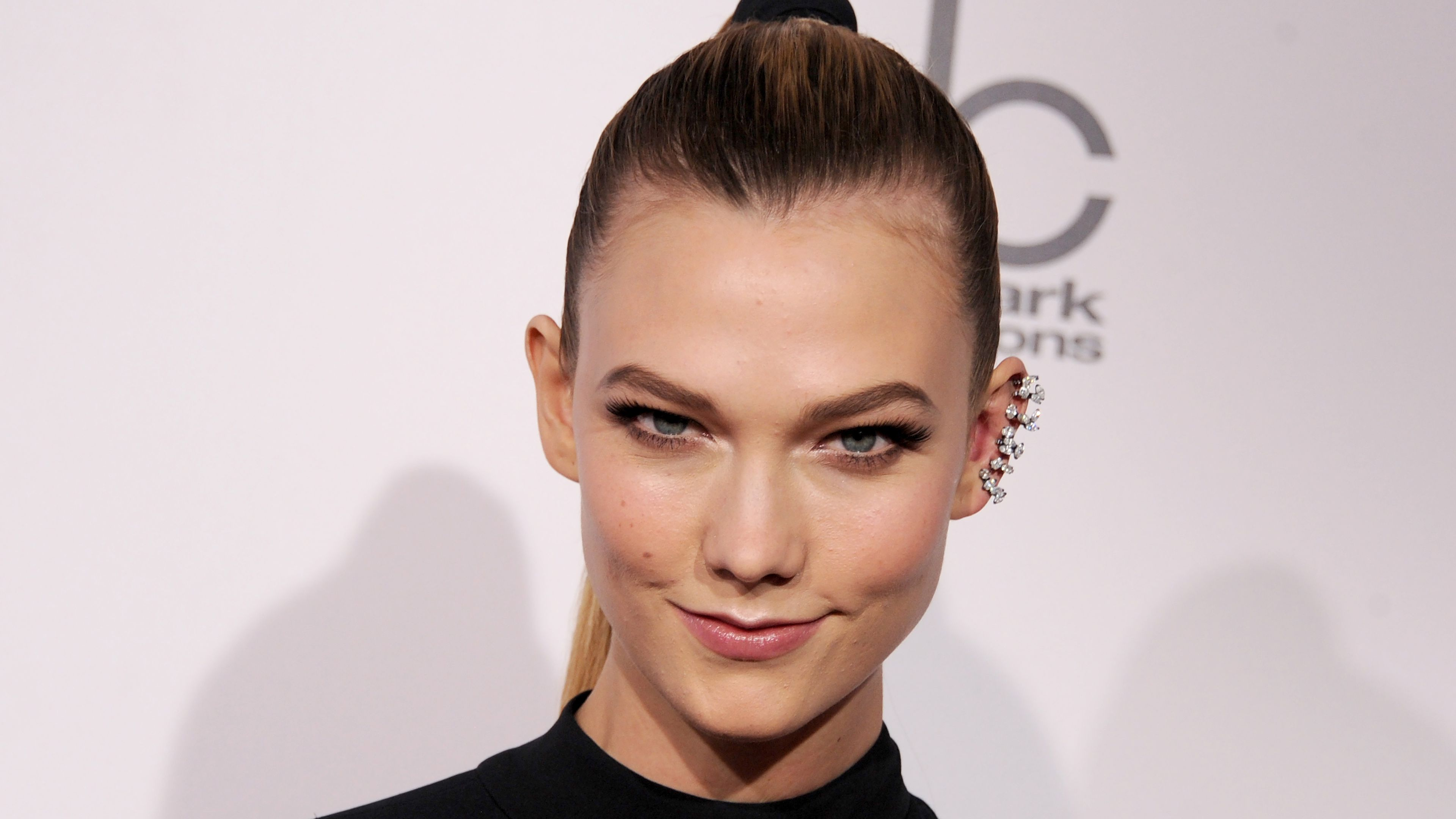 Karlie Kloss walks out on Victoria's Secret