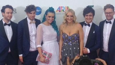 Sheppard pose for pictures before the ARIA Awards in Sydney. (Aria Official, Twitter)
