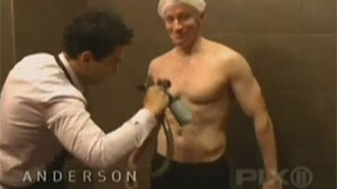 Anderson Cooper strips off for a spray tan with Snooki