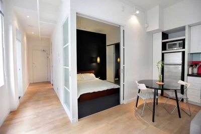 "<strong>#6 <a href=""https://www.airbnb.com/rooms/411059"" target=""_top"">Classic and Contemporary on Collins</a> - Melbourne, Victoria</strong>"