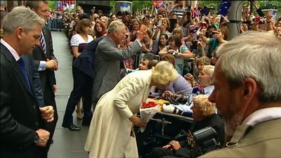 Camilla leans in for a chat with a lucky member of the crowd in the front row. (9NEWS)
