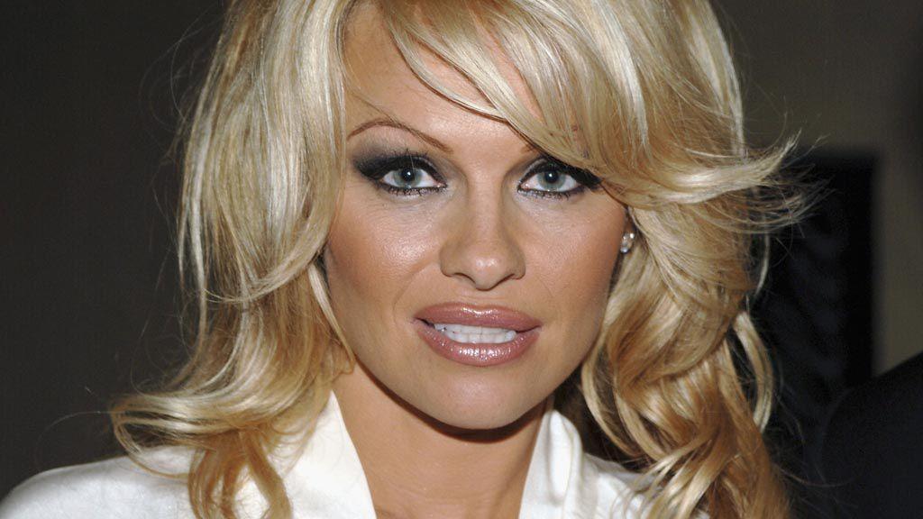 Classic Pamela Anderson circa 2005. Image: Getty.