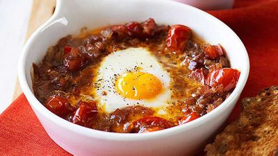"<a href=""http://kitchen.nine.com.au/2016/05/05/11/12/baked-egg-with-spicy-tomato-bacon-and-onion"" target=""_top"">Baked egg with spicy tomato, bacon and onion</a> recipe"