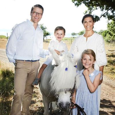 Swedish royals release new summer portraits