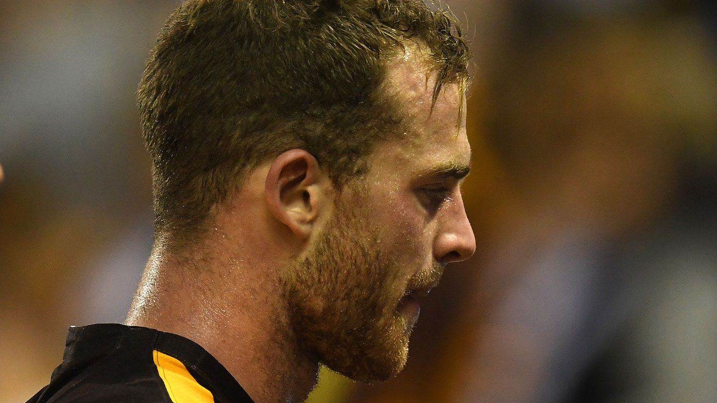 Battered North Melbourne Kangaroos hold off Hawthorn Hawks at Etihad Stadium