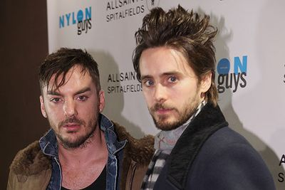 Here's pretty Jared Leto (right) looking moody and sculpted, while his bro Shannon just looks like he's had a rough night and forgotten to use sunscreen.