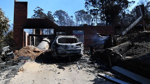 69 houses and 30 caravans were destroyed i the Tathra blaze, in which RFS officers knocked back offers of assistance twice in 20 minutes. Picture: 9NEWS.