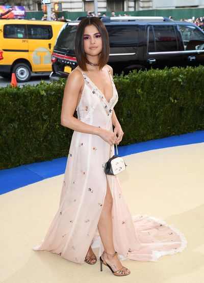 Selena Gomez in Coach at the 2017 Met Gala&nbsp;<em>Rei Kawakubo/Comme des Garçons: Art of the In-Between</em>