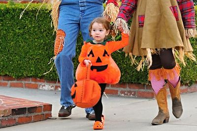 Alyson Hannigan's little pumpkin, Satyana Denisof, is having a ball trick-or-treating for Halloween.