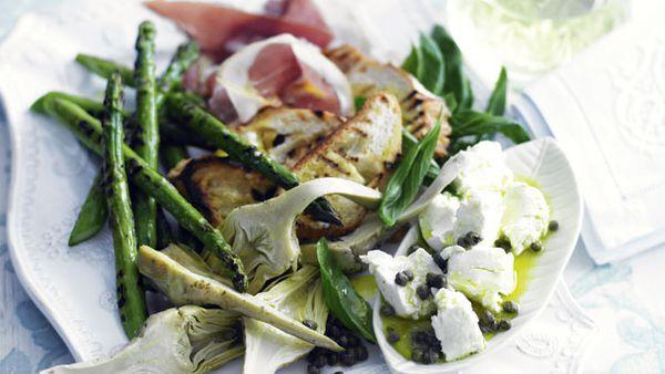 Prosciutto and artichoke salad with croutes