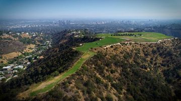 A huge undeveloped piece of one of the wealthiest suburbs in America is on sale for a staggering US$1 billion.