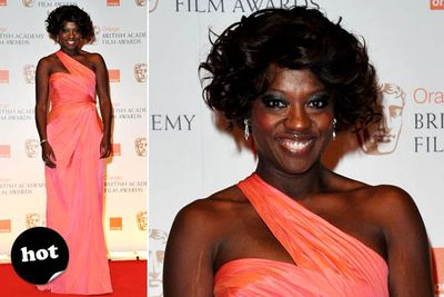 <i>The Help</i> star looks smashing in that colour.