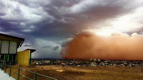 While the coming thunderstorms could bring the most rain struggling farmers have seen in 10 months, Broken Hill experienced a dust storm overnight.