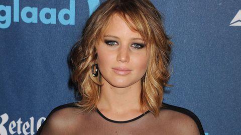 Watch: Jennifer Lawrence stuffs up Bill Clinton intro, rocks new hair at GLAAD awards