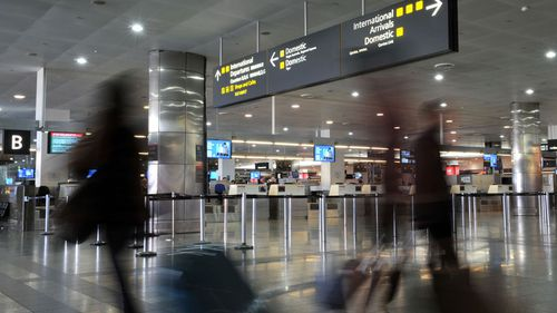 Record passenger numbers at Melbourne Airport, but still no rail link plan
