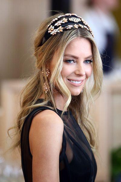 <p>Myer Ambassador Jennifer Hawkins in a headpiece from Melbourne head-wear designer Ezara/J</p>