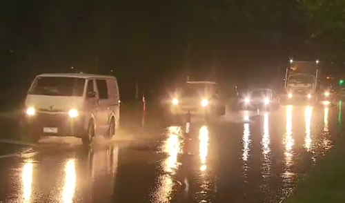 Heavy rain led to flash flooding in areas west of Melbourne's CBD. (9NEWS)