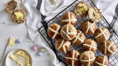 """Recipe:<a href=""""http://kitchen.nine.com.au/2017/04/11/12/01/anna-polyvious-hot-cross-buns"""" target=""""_top"""">Anna Polyviou's hot cross buns</a>"""