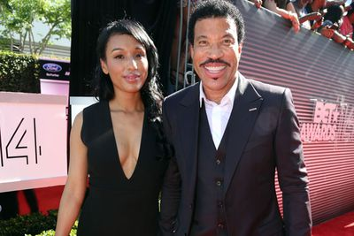 No wonder Lionel Richie was all smiles on the red carpet! <br/><br/>He just accepted the Lifetime Achievement award *applauds*