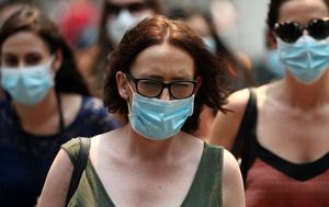 Face mask sales spike as Sydney's smoky, toxic air set to worsen