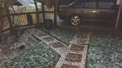 9NEWS reader Georgia Pearce sent in this image from her Ferntree Gully home. (Georgia Pearce)