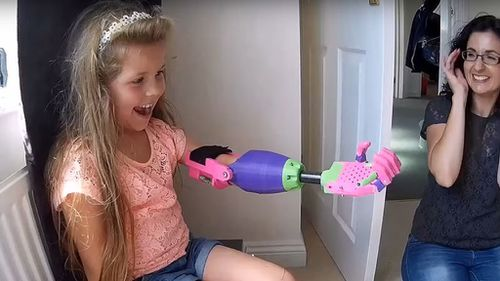 UK man designs and delivers a 3D printed prosthetic to girl with one arm