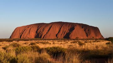 Aboriginal traditional owners marked 30 years since they won back Uluru and Kata Tjuta from the federal government. (Photo: AAP Image/Dan Peled)
