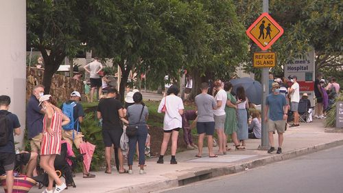 Advice for Queenslanders to get tested for coronavirus if they've returned from Victoria has causes long lines at clinics.