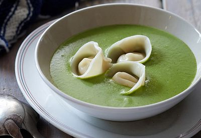 "Recipe: <a href=""/recipes/ipea/8348644/pea-and-mint-soup-with-goat-cheese-tortellini"" target=""_top"">Pea soup with goat's cheese tortellini</a>"